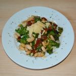 Asia-Mix Salat mit weißen Bohnen