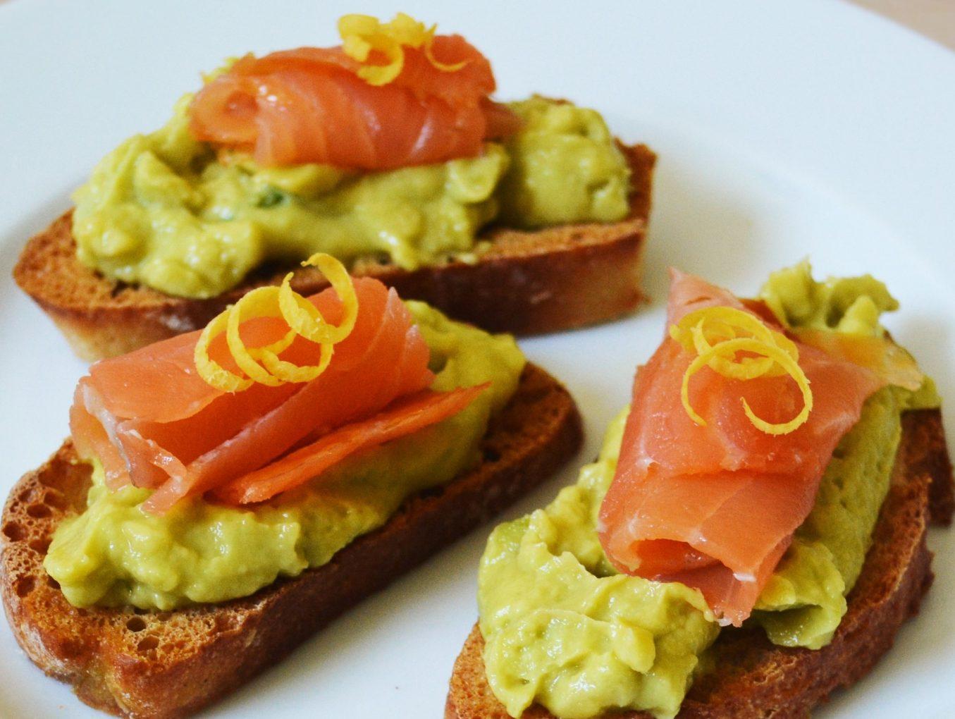 Avocado-Lachs-Bruschetta