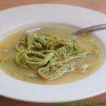 Suppe mit Bärlauchflädle