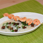 Blumenkohl-Cremesuppe mit gebratenen Garnelen