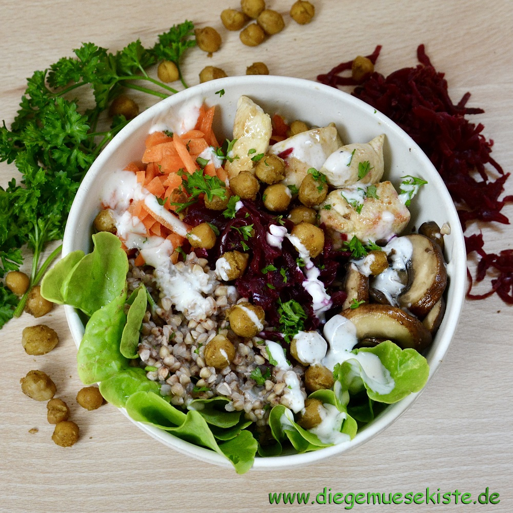 Bunte Bowl mit fermentiertem Gemüse