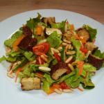Bunter Salat mit Räuchertofu