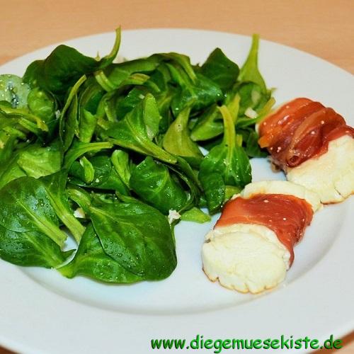 Feldsalat mit Ziegenkäse- Serrano-Päckchen