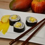 Fruchtiges Sushi mit Kokosreis