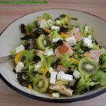 Salat mit Pute, Kiwi und Feta