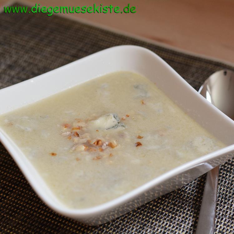Kohlrabicreme-Suppe mit Gorgonzola und Nüssen