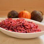 Rote Bete Salat mit Äpfeln und Walnüssen