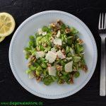 Staudensellerie-Salat mit Walnüssen