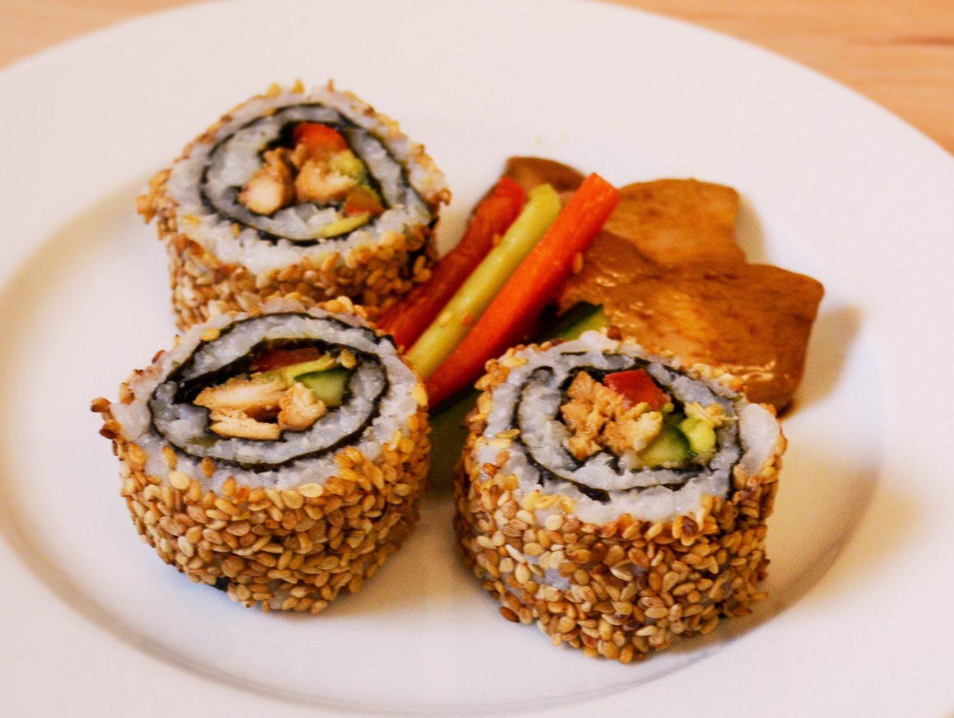 Sushi-Rolle mit Hähnchenbrust
