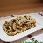Tagliatelle mit Trüffelcreme und Champignon-Sauce