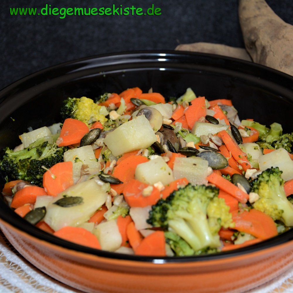 Buntes Yacon-Gemüse mit Kerne-Mix